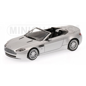 Aston Martin Vantage Spyder silber met