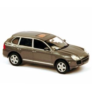 Porsche Cayenne Turbo grau met 2004